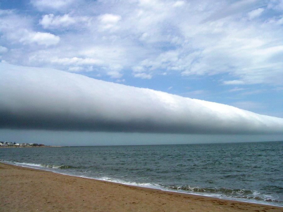 Un nuage en rouleau au-dessus de l\'Uruguay