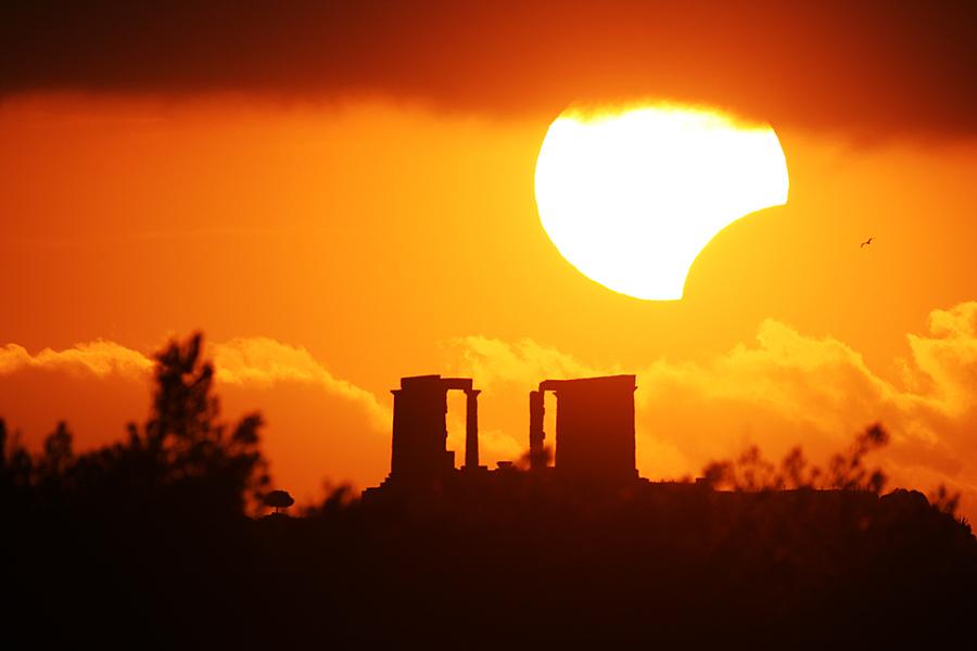 Eclipse partielle sur le temple de Poséidon