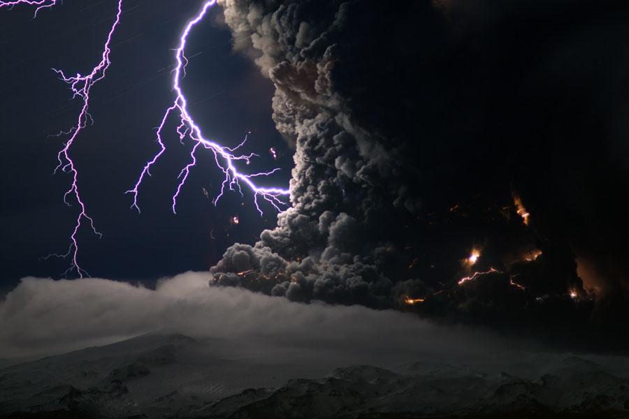 Pourquoi le volcan islandais produit-il autant de cendres ?