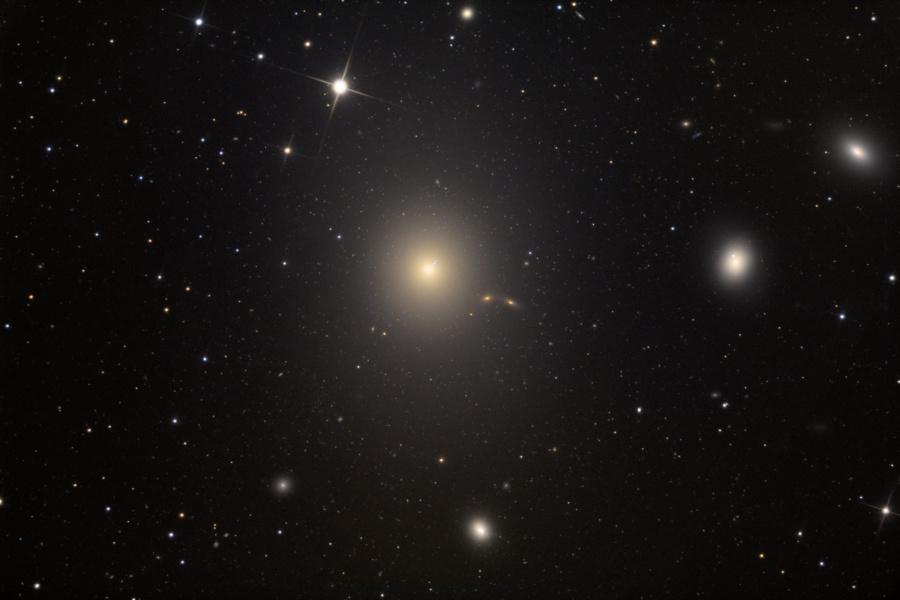 M87, galaxie elliptique d\'un fort beau gabarit