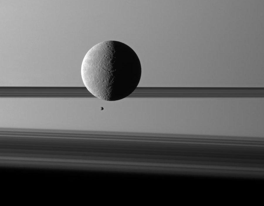 Jeu de lunes devant Saturne