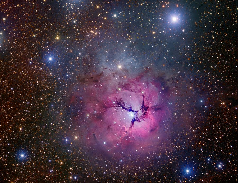 La nébuleuse Trifide en étoiles et poussière