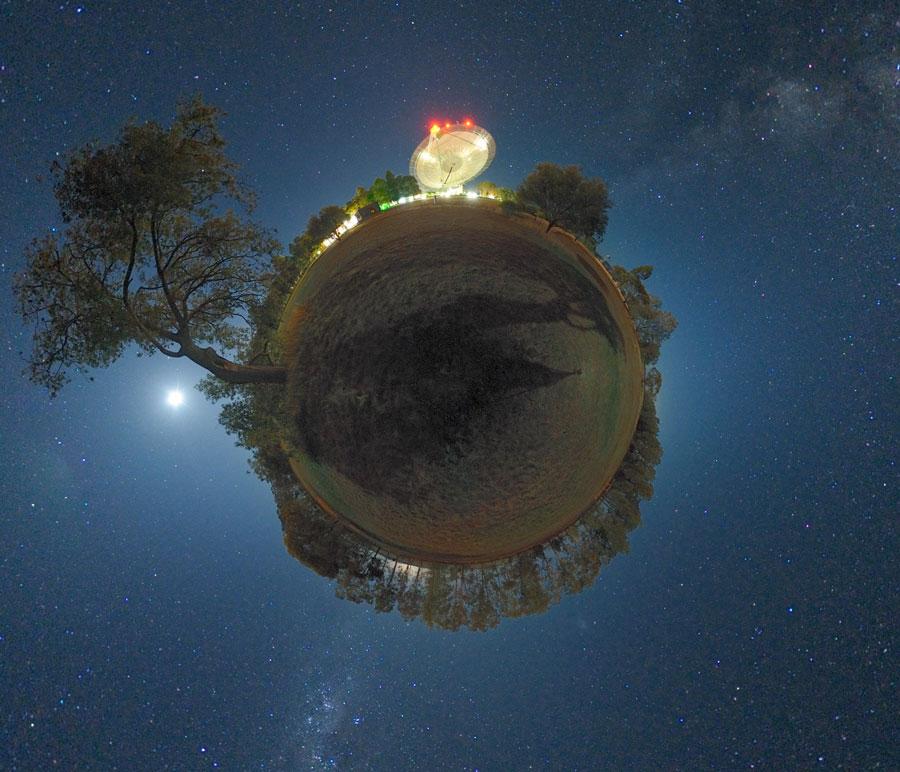 La planète et l\'antenne