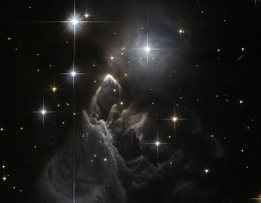 IRAS 05437+2502, énigmatique sommet céleste enneigé