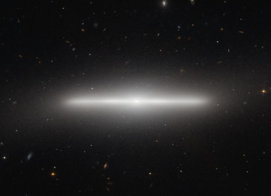 NGC 4452, galaxie très fine