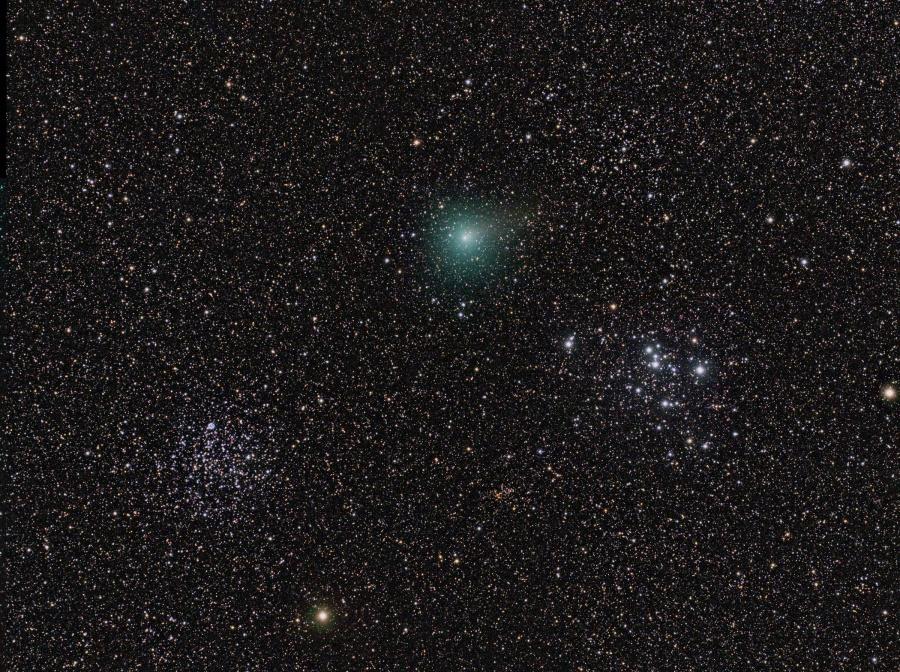 La comète Hartley 2 parmi les amas