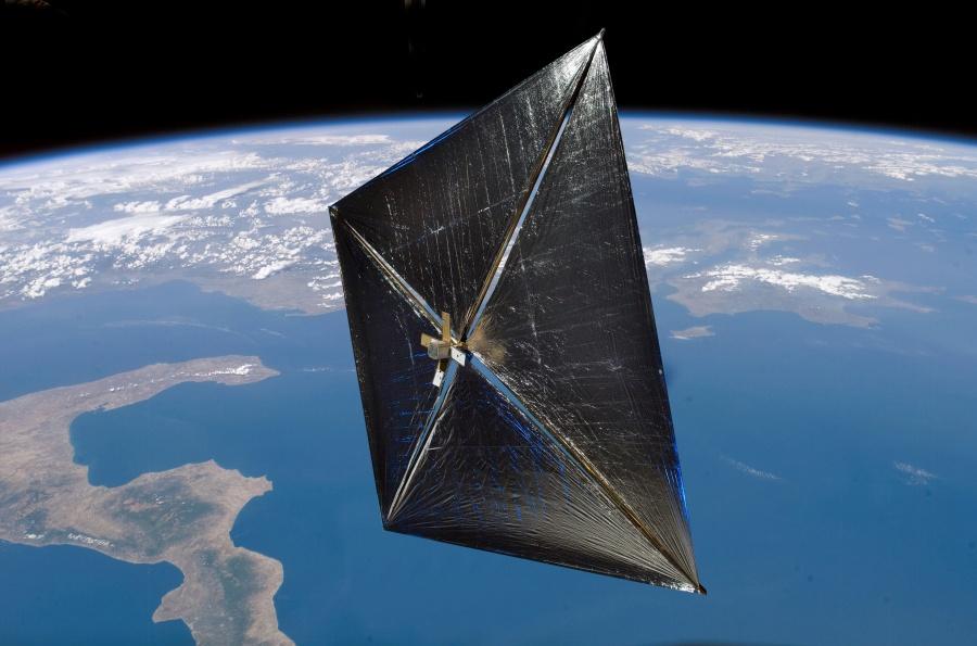 NanoSail-D hisse la grand-voile