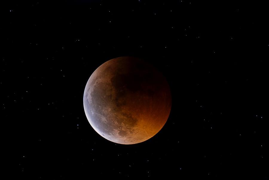 Lune éclipsée d\'avant solstice