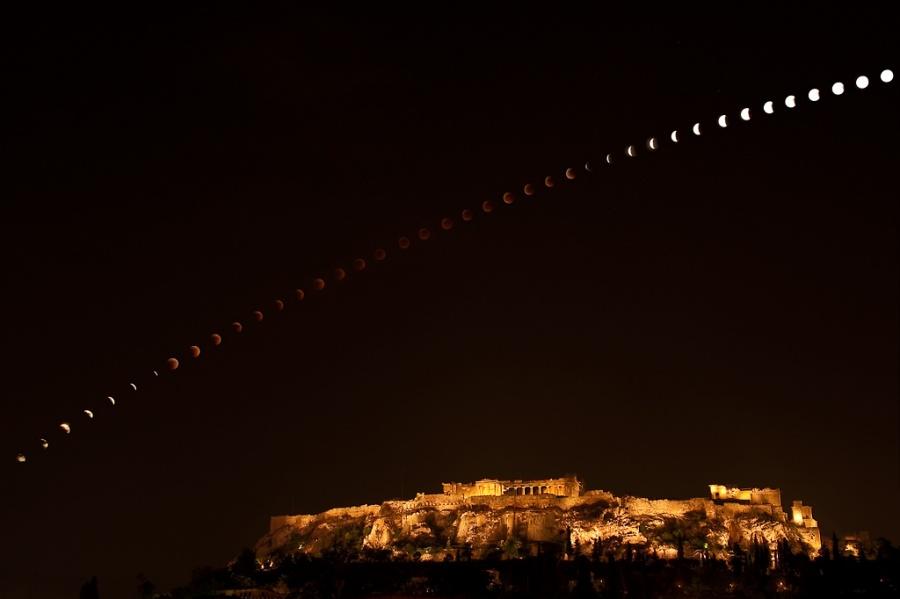 Eclipse sur Athènes et l\'Acropole