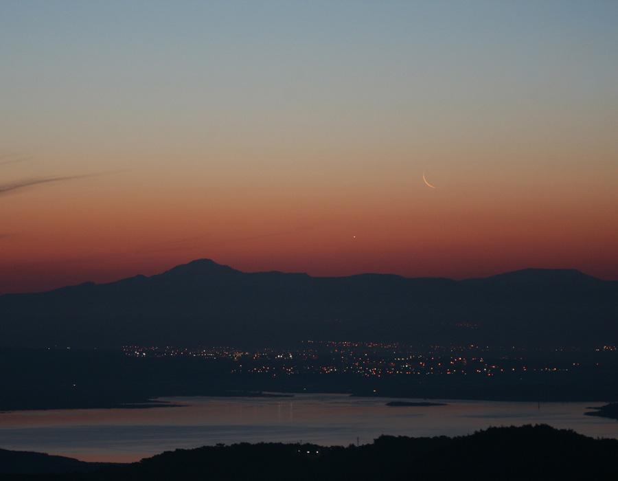Vénus et la Lune à l'aube