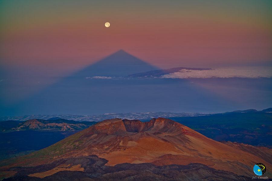 L\'ombre triangulaire du pic du Teide
