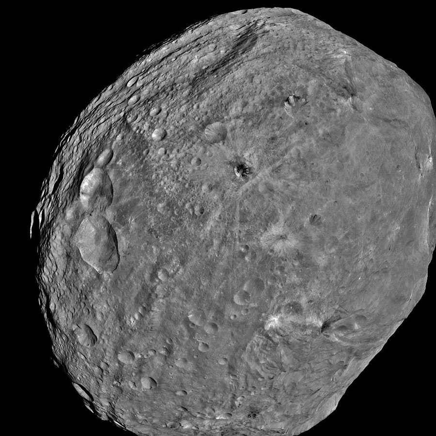 L'astéroïde Vesta plein cadre