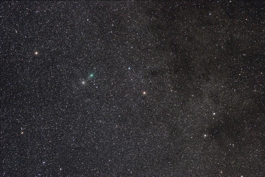 La comète Garradd à côté de 10 000 étoiles
