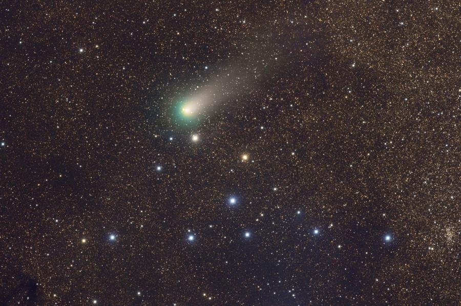 La comète Garradd complètement cintrée