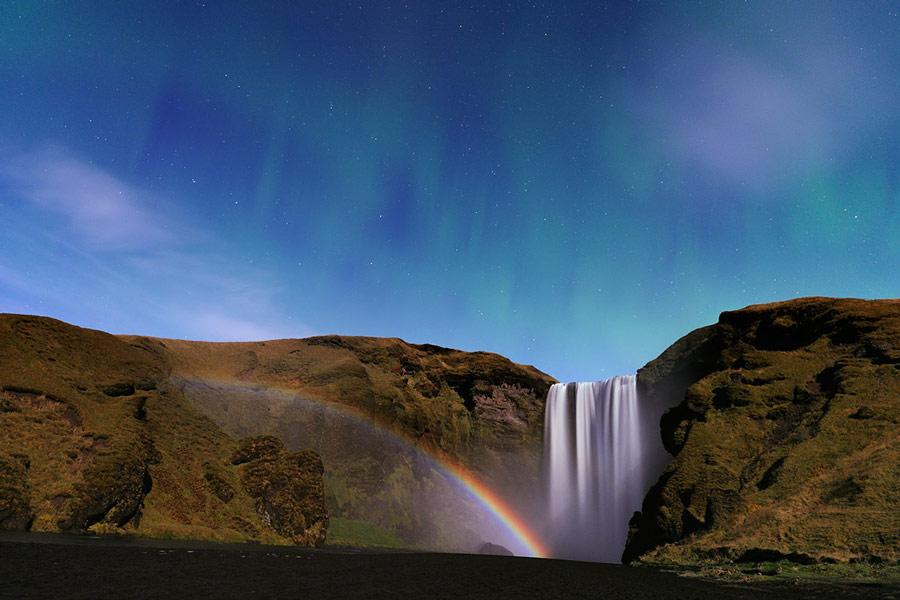 Cascade islandaise au clair de Lune