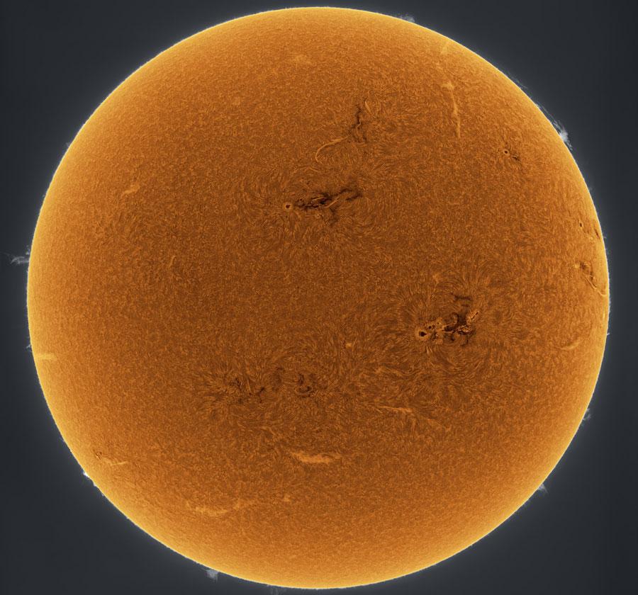 Soleil orange scintillant