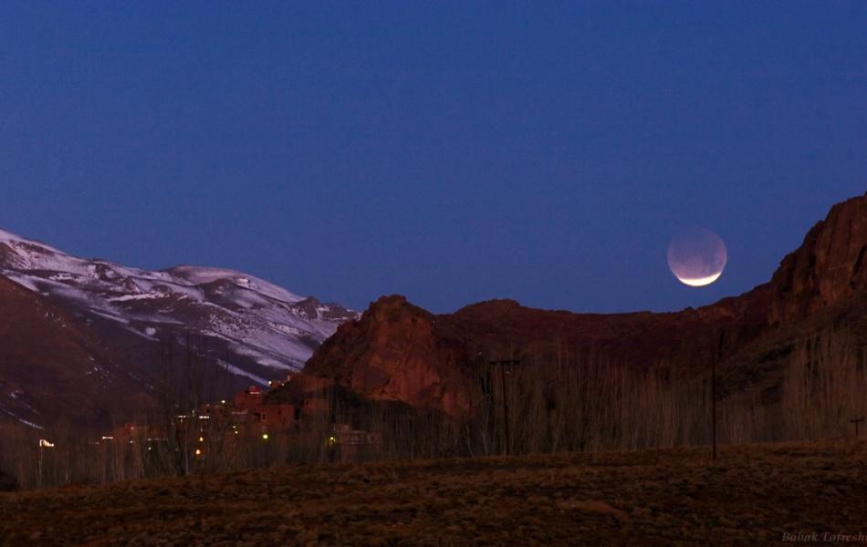 Eclipse de Lune au crépuscule