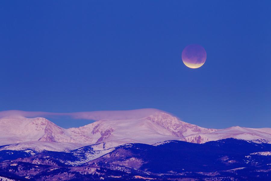 Lune éclipsée au petit matin