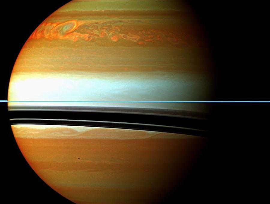 la tempête fait rage sur Saturne