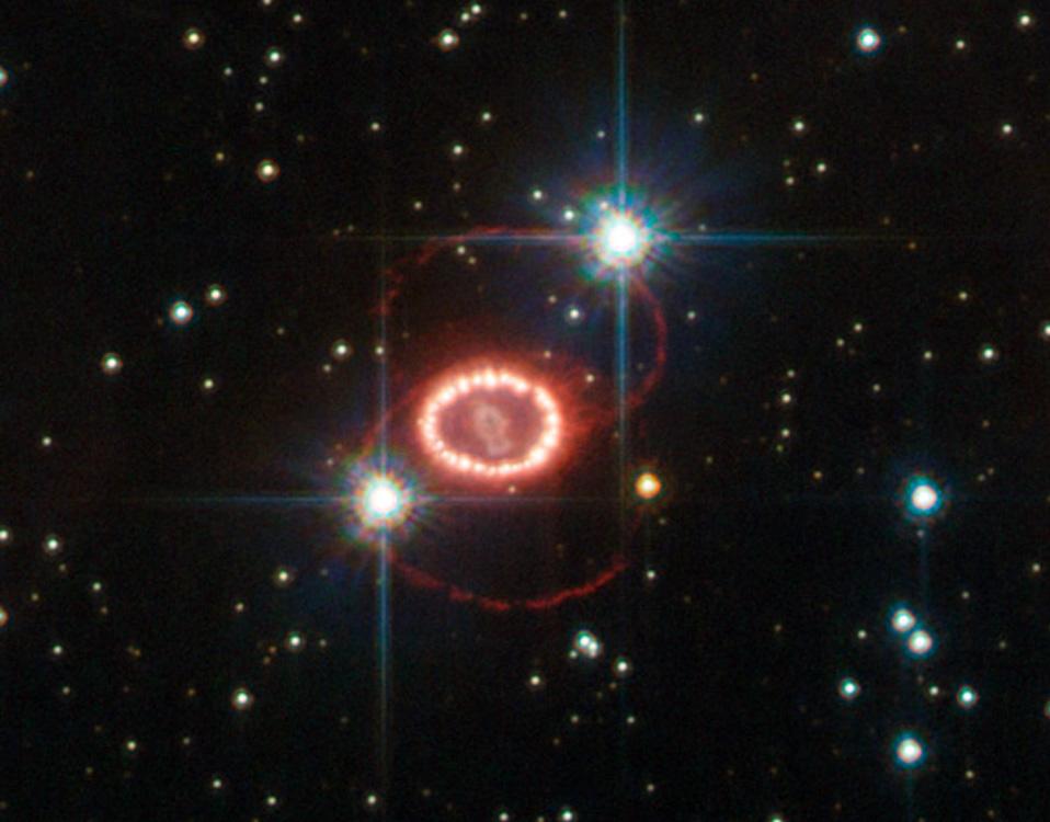 Mystérieux anneaux autour de SN 1987 A