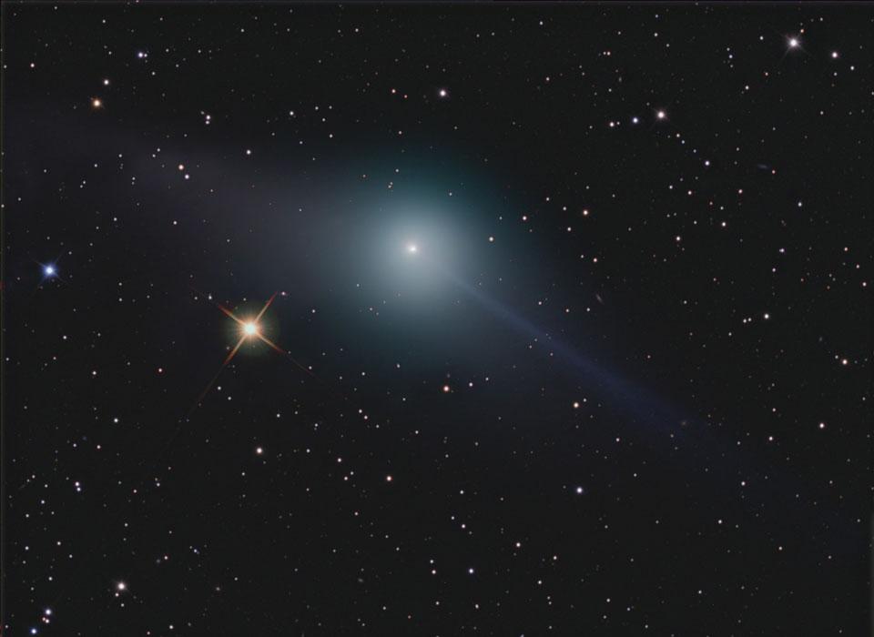 Les queues opposées de la comète Garradd