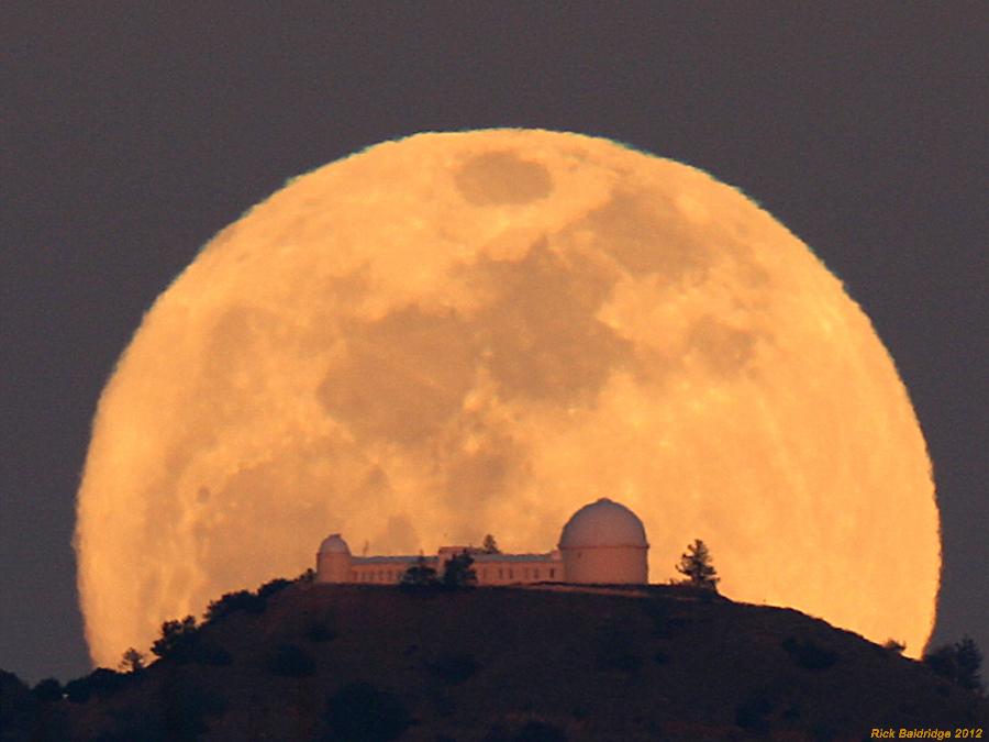 Lever de Lune sur l\'observatoire Lick