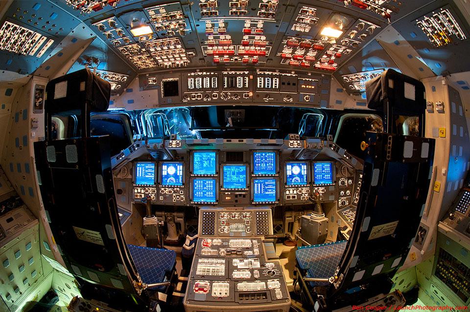 Le poste de pilotage de la navette spatiale Endeavour