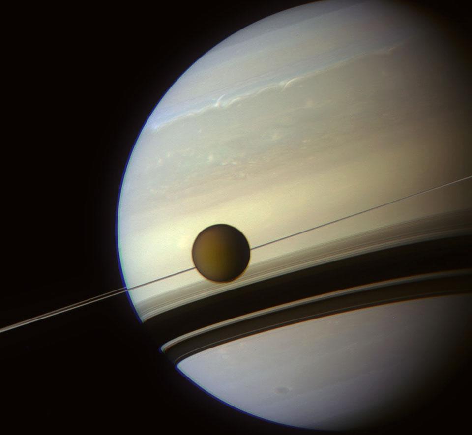 À l\'ombre des anneaux de Saturne