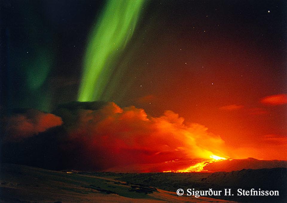 Aurore volcanique en Islande