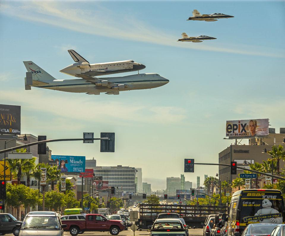 Une navette spatiale sur Los Angeles