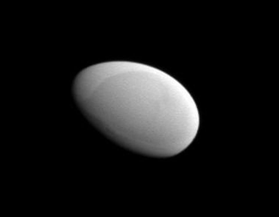 Méthone, la lune lisse et ovoïde de Saturne