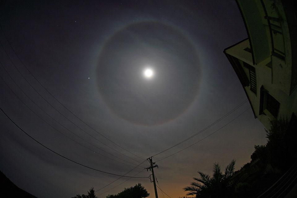 Un cercle autour de la Lune