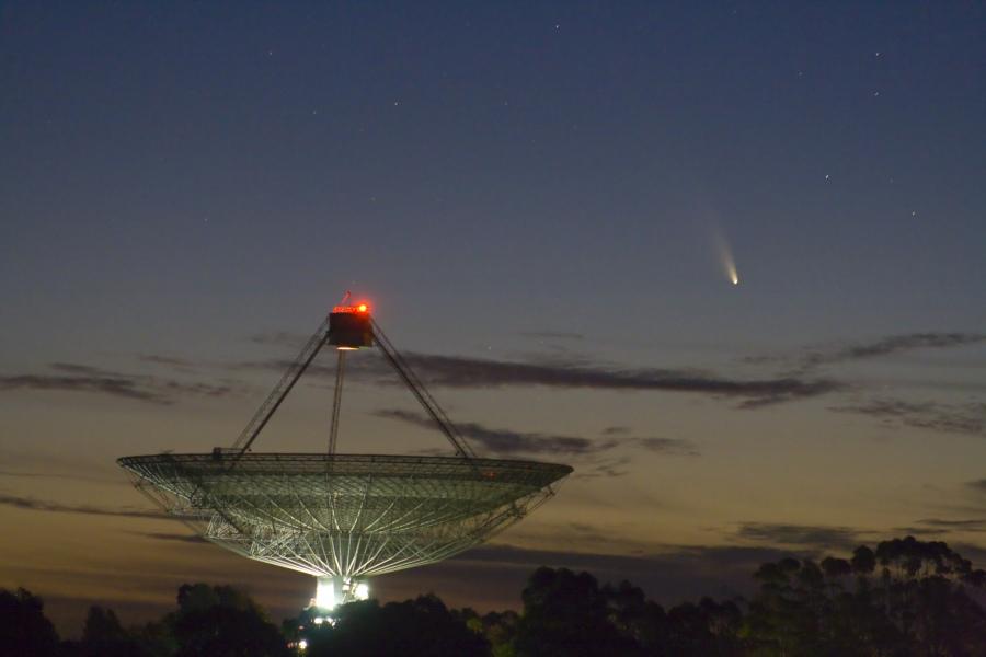 La comète PanSTARRS et l\'antenne de Parkes