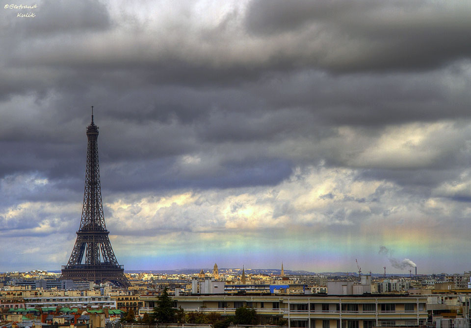 Un arc-en-ciel horizontal sur Paris
