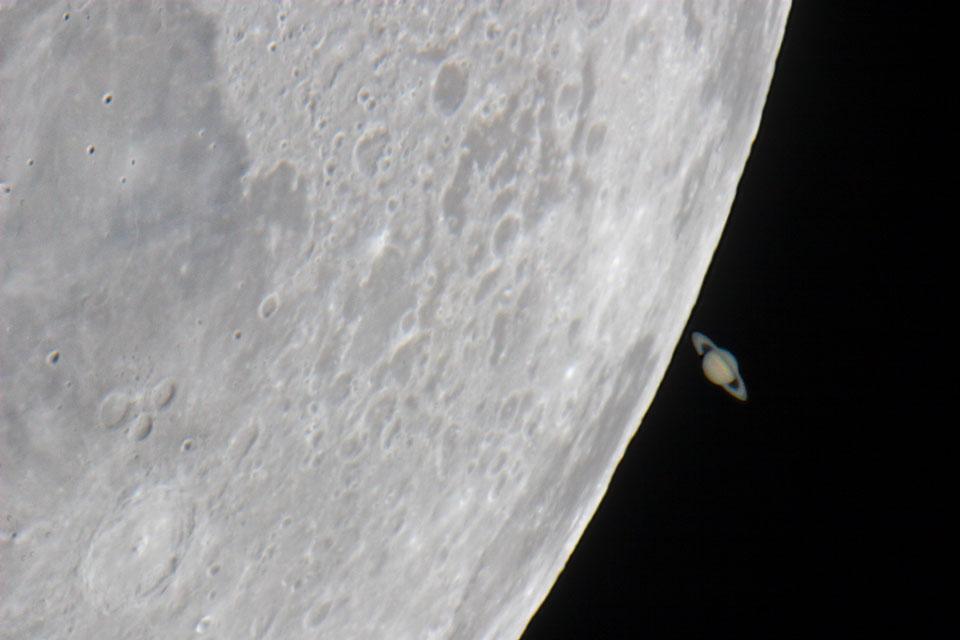 Saturne de derrière la Lune