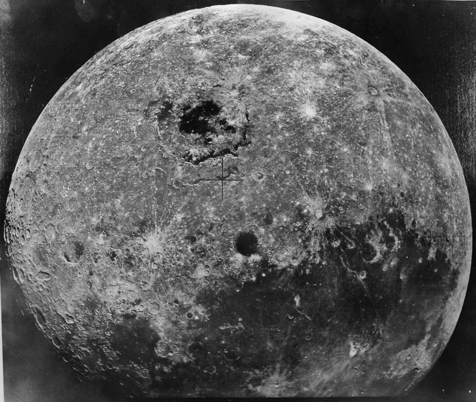 Zond 8 survole la Lune