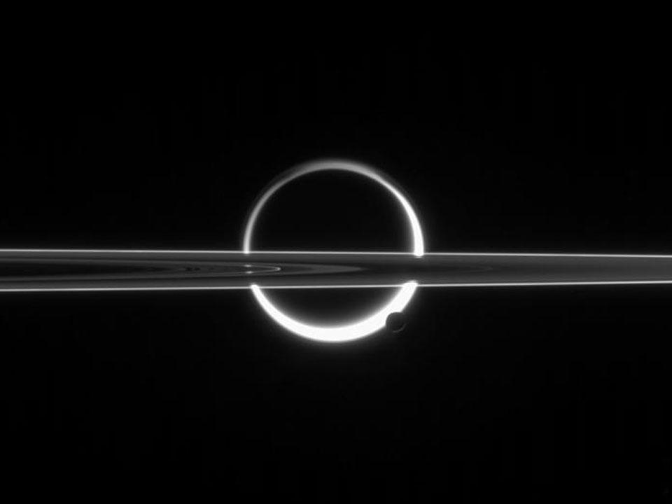 Titan, Encelade et les anneaux de Saturne