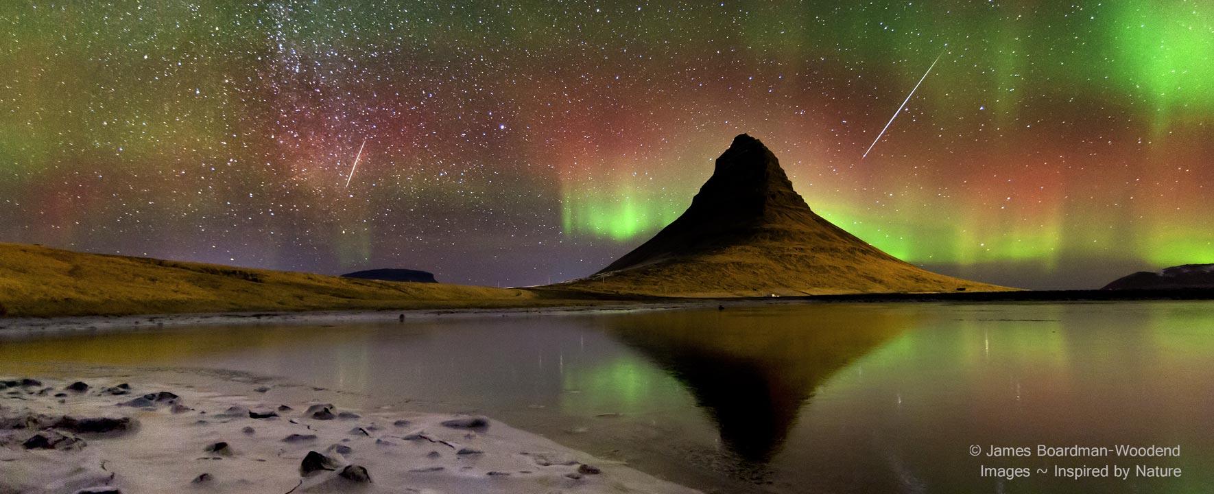 Nuit des étoiles filantes sur l\'Islande