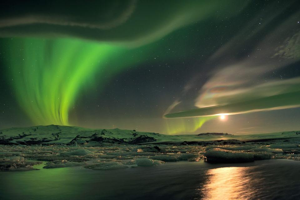 Aurores polaires et nuages sur l\'Islande