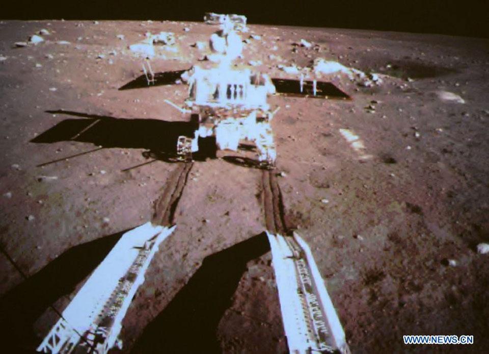 Premiers tours de roue sur la Lune pour Yutu