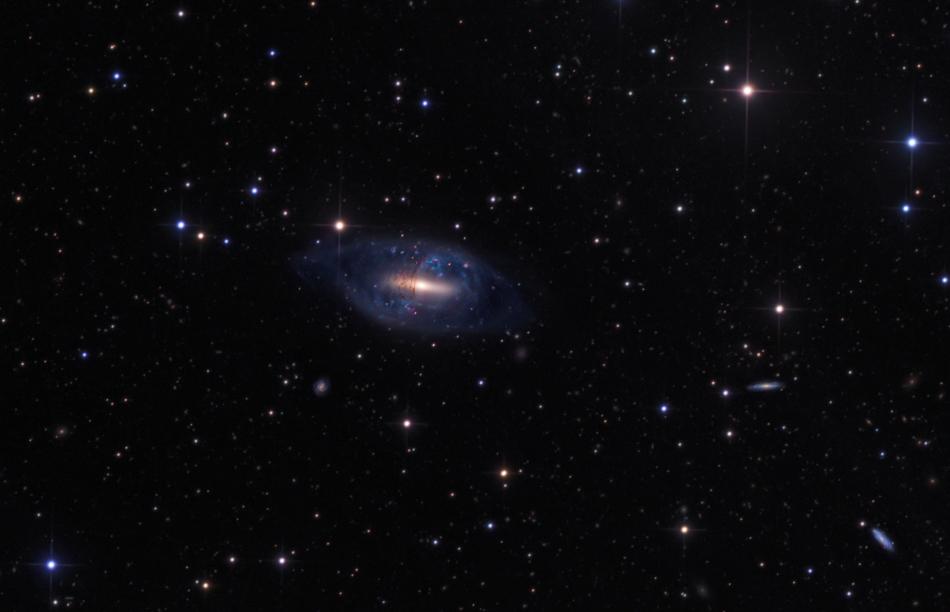 NGC 2685, galaxie à anneau polaire