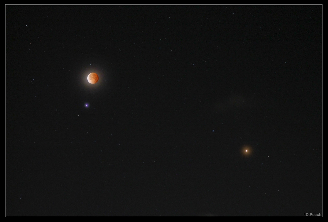Spica, Mars et une Lune éclipsée