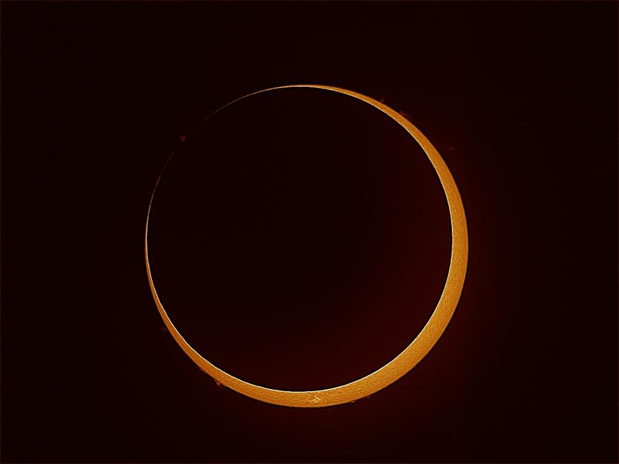 Eclipse annulaire dans l\'hémisphère sud