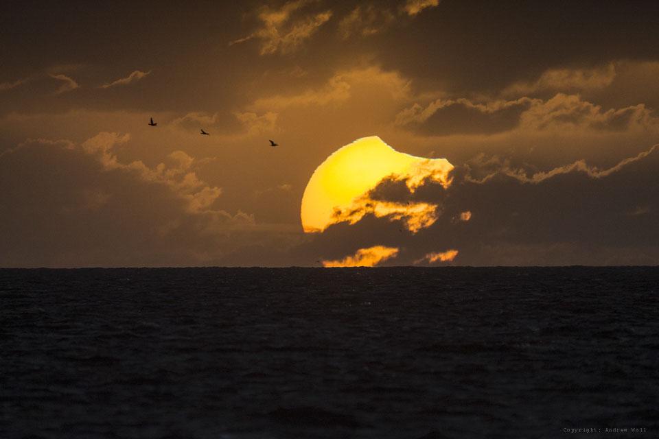 Coucher de Soleil partiellement éclipsé