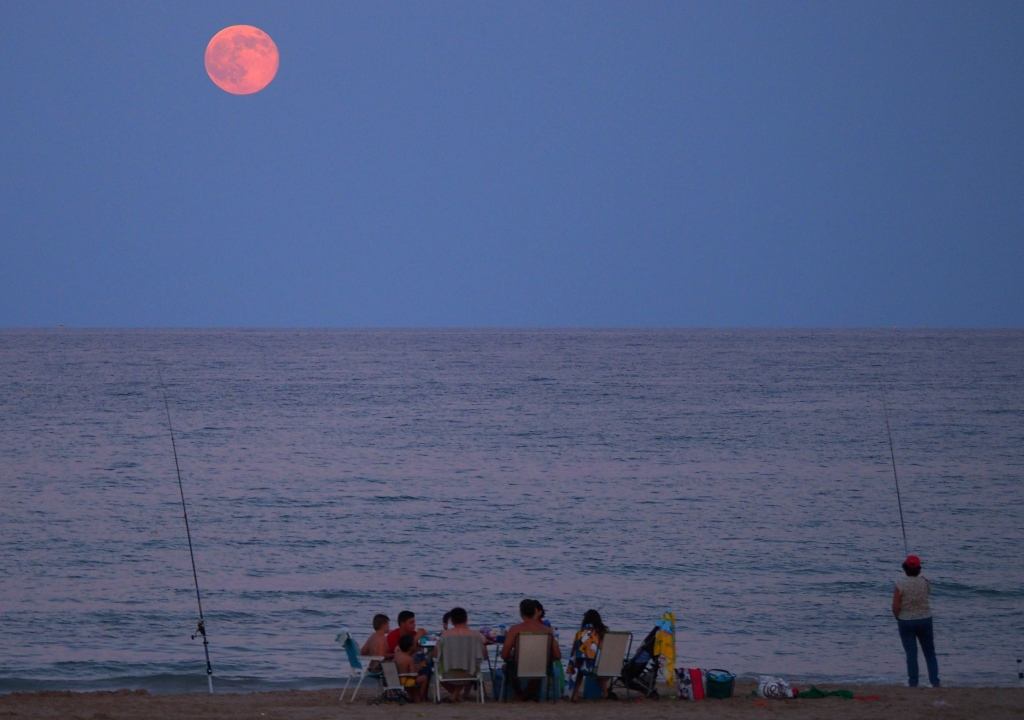 Lever de Lune sur une plage d\'Espagne