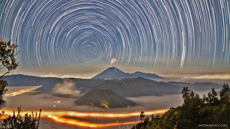 Filé d\'étoiles sur l\'Indonésie