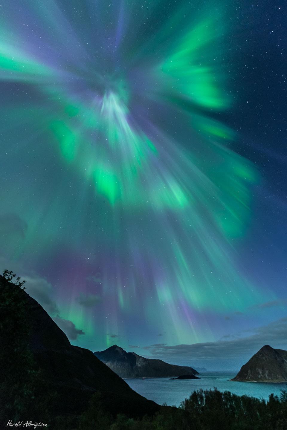 Couronne aurorale sur la Norvège