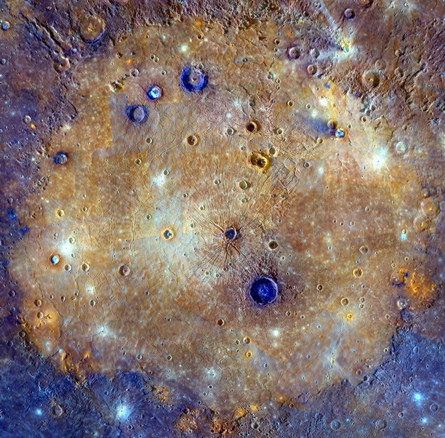 Le bassin Caloris en couleurs accentuées
