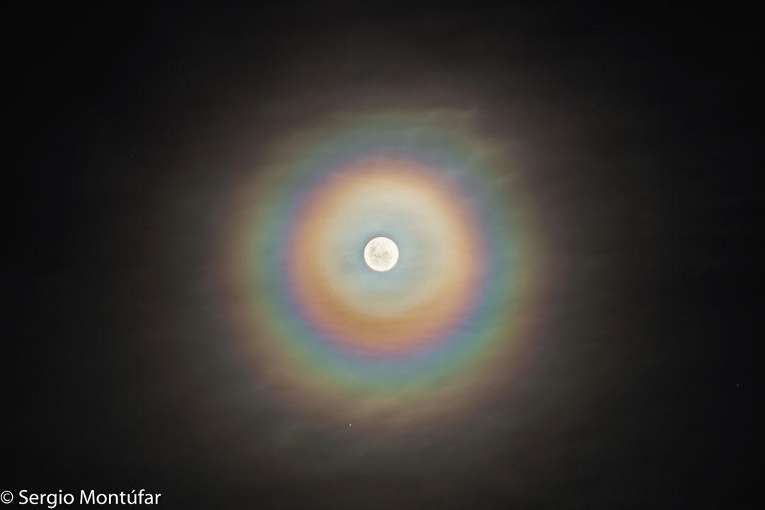 Couronne lunaire colorée