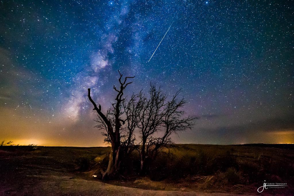 Poussière de comète au-dessus d\'Enchanted Rock